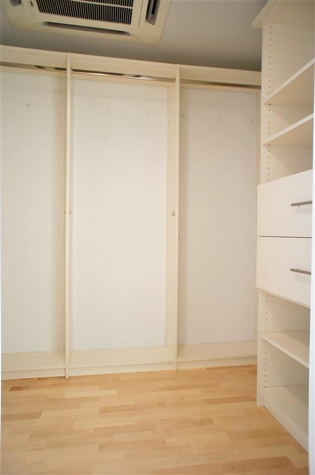 Condo Apartment at 2602 550 PACIFIC STREET, Unit 2602, Vancouver West, British Columbia. Image 8