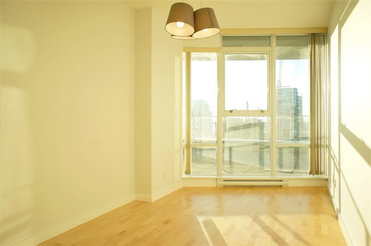 Condo Apartment at 2602 550 PACIFIC STREET, Unit 2602, Vancouver West, British Columbia. Image 10