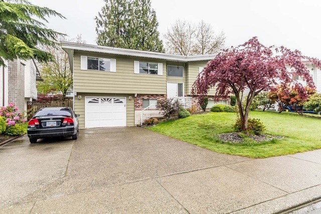 Detached at 32634 COWICHAN TERRACE, Abbotsford, British Columbia. Image 2