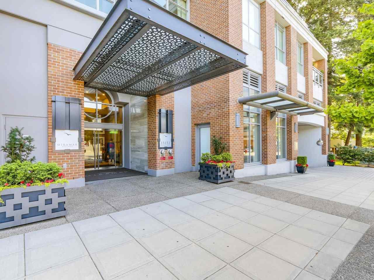 Condo Apartment at 802 15152 RUSSELL AVENUE, Unit 802, South Surrey White Rock, British Columbia. Image 2