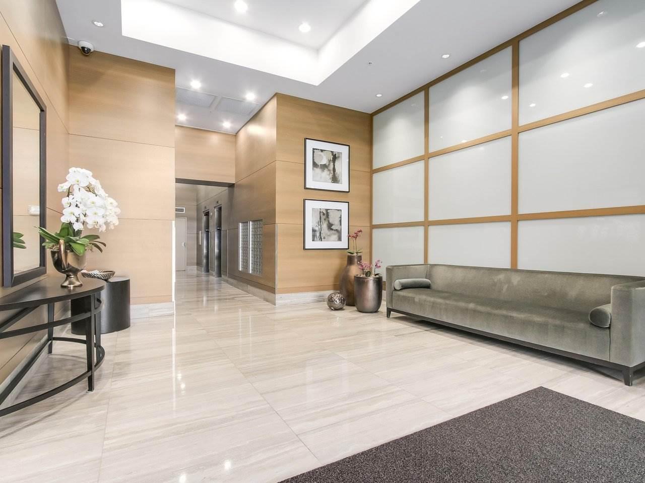 Condo Apartment at 802 15152 RUSSELL AVENUE, Unit 802, South Surrey White Rock, British Columbia. Image 3