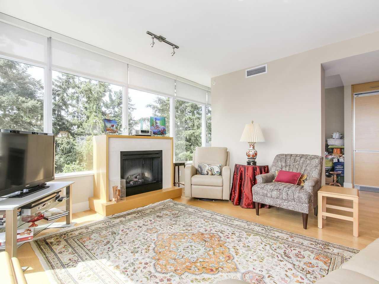 Condo Apartment at 802 15152 RUSSELL AVENUE, Unit 802, South Surrey White Rock, British Columbia. Image 5