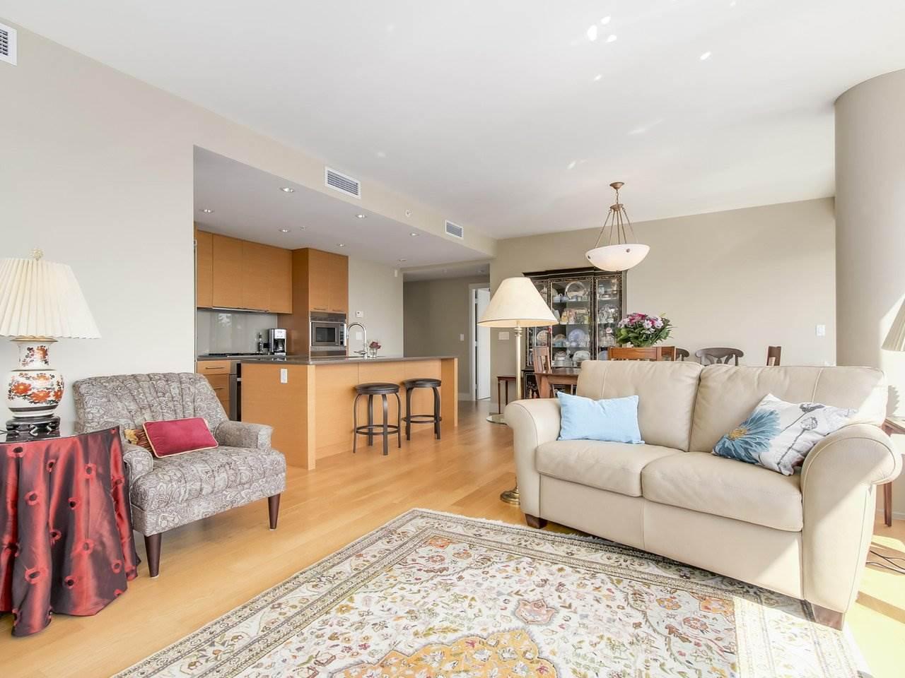 Condo Apartment at 802 15152 RUSSELL AVENUE, Unit 802, South Surrey White Rock, British Columbia. Image 6