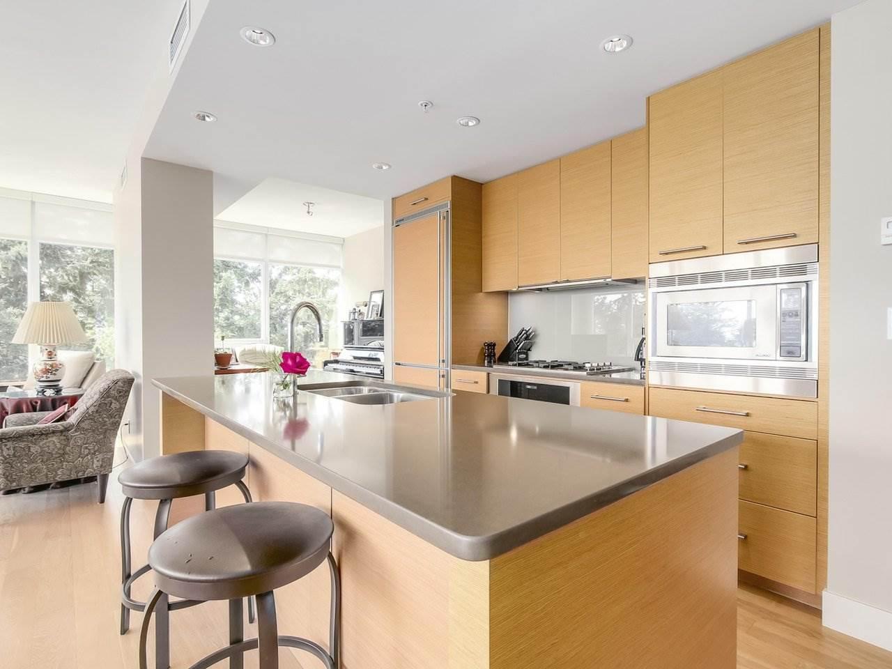 Condo Apartment at 802 15152 RUSSELL AVENUE, Unit 802, South Surrey White Rock, British Columbia. Image 7