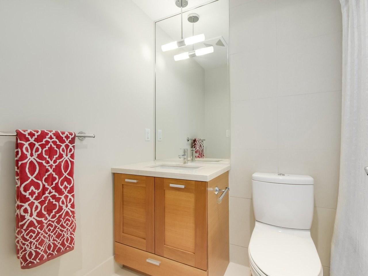 Condo Apartment at 802 15152 RUSSELL AVENUE, Unit 802, South Surrey White Rock, British Columbia. Image 16