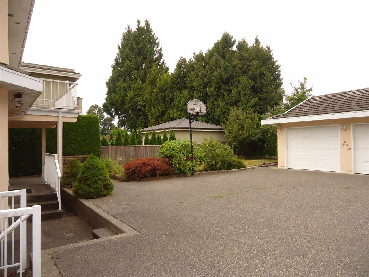 Detached at 7433 GOVERNMENT ROAD, Burnaby North, British Columbia. Image 12
