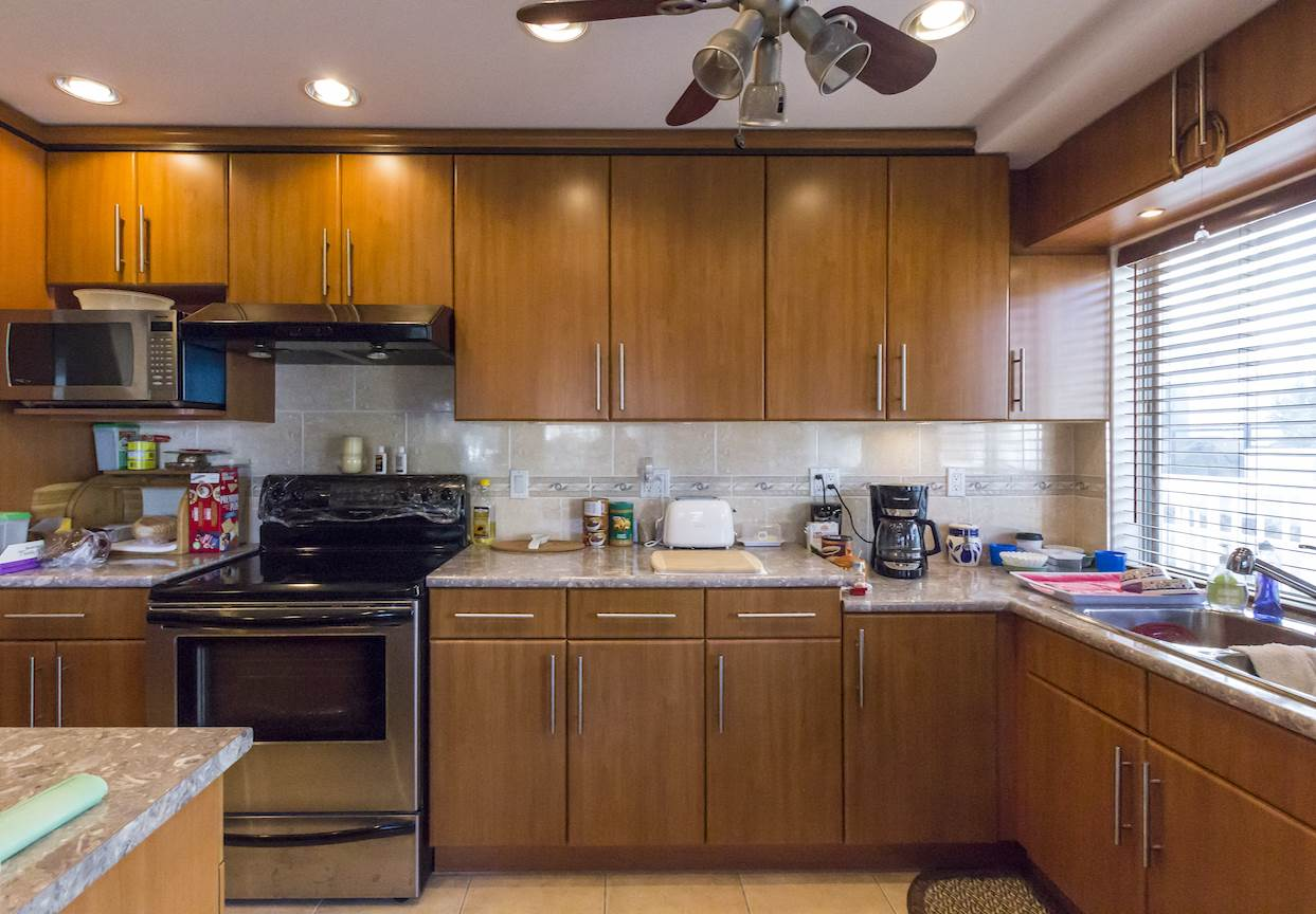 Condo Apartment at 208 815 FOURTH AVENUE, Unit 208, New Westminster, British Columbia. Image 1
