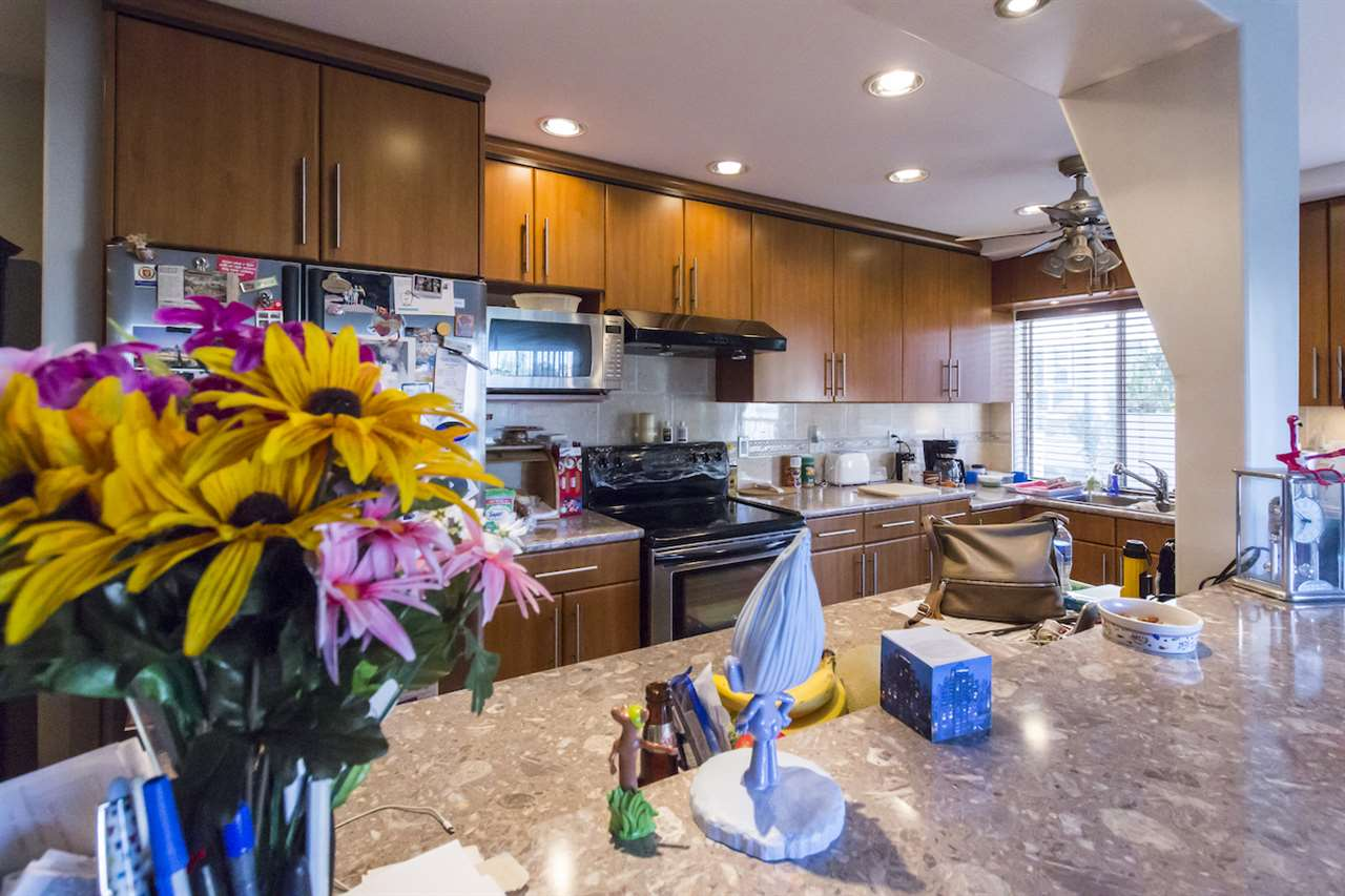 Condo Apartment at 208 815 FOURTH AVENUE, Unit 208, New Westminster, British Columbia. Image 2