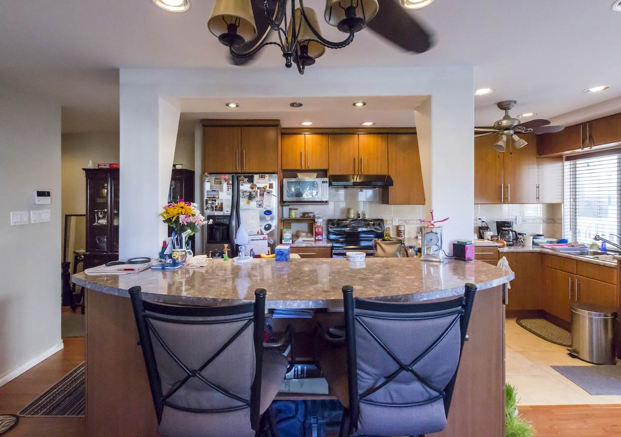 Condo Apartment at 208 815 FOURTH AVENUE, Unit 208, New Westminster, British Columbia. Image 4
