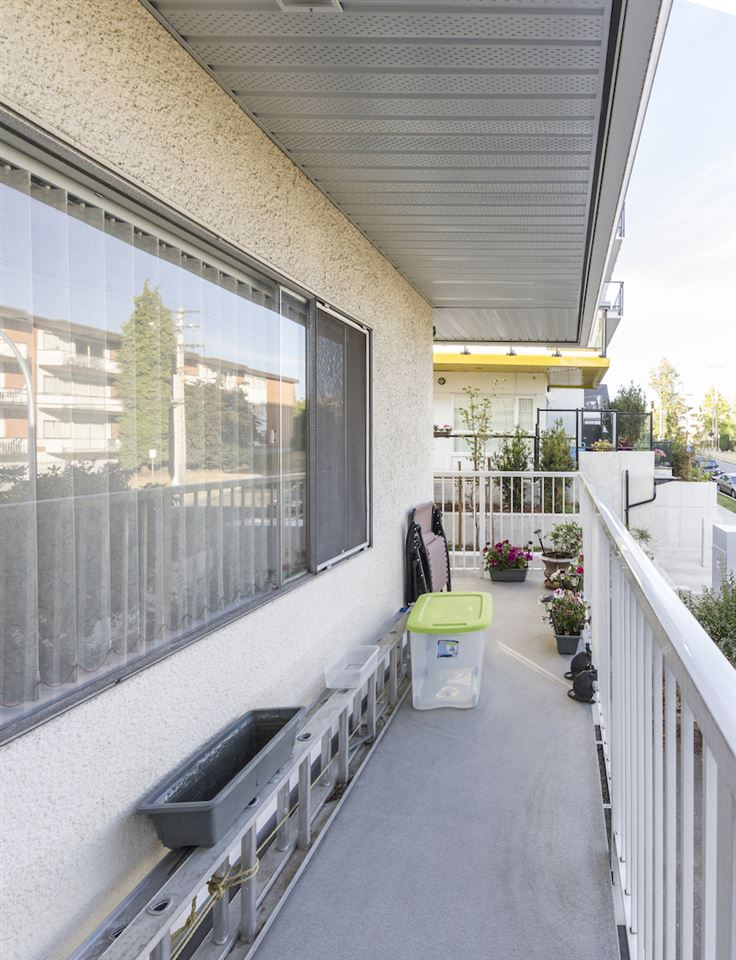 Condo Apartment at 208 815 FOURTH AVENUE, Unit 208, New Westminster, British Columbia. Image 7