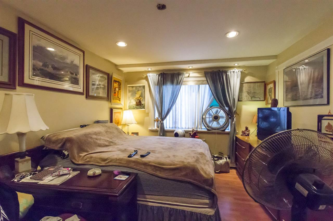 Condo Apartment at 208 815 FOURTH AVENUE, Unit 208, New Westminster, British Columbia. Image 8