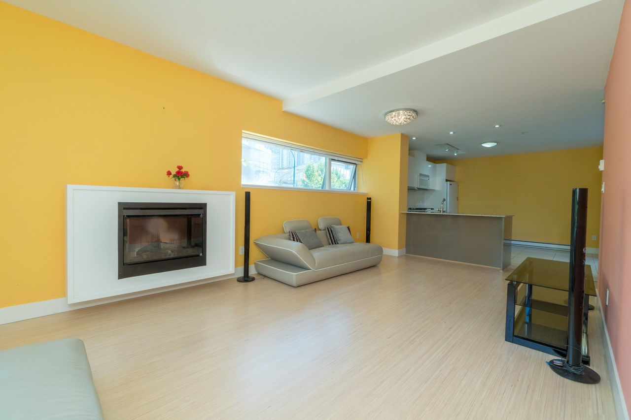 Townhouse at 109 4798 HAZEL STREET, Unit 109, Burnaby South, British Columbia. Image 8