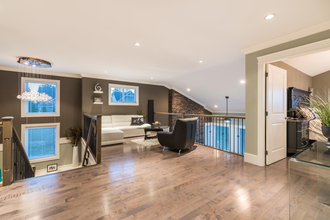 Detached at 16011 27A AVENUE, South Surrey White Rock, British Columbia. Image 16