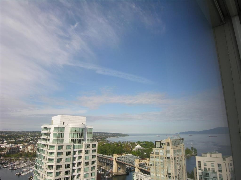 Condo Apartment at 2703 1455 HOWE STREET, Unit 2703, Vancouver West, British Columbia. Image 3