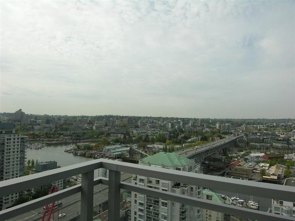 Condo Apartment at 2703 1455 HOWE STREET, Unit 2703, Vancouver West, British Columbia. Image 5