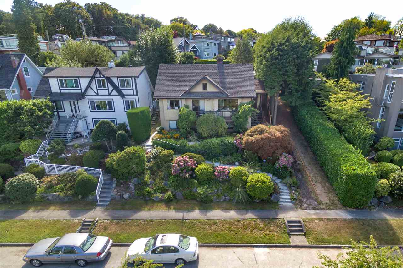 Detached at 3311 QUESNEL DRIVE, Vancouver West, British Columbia. Image 2