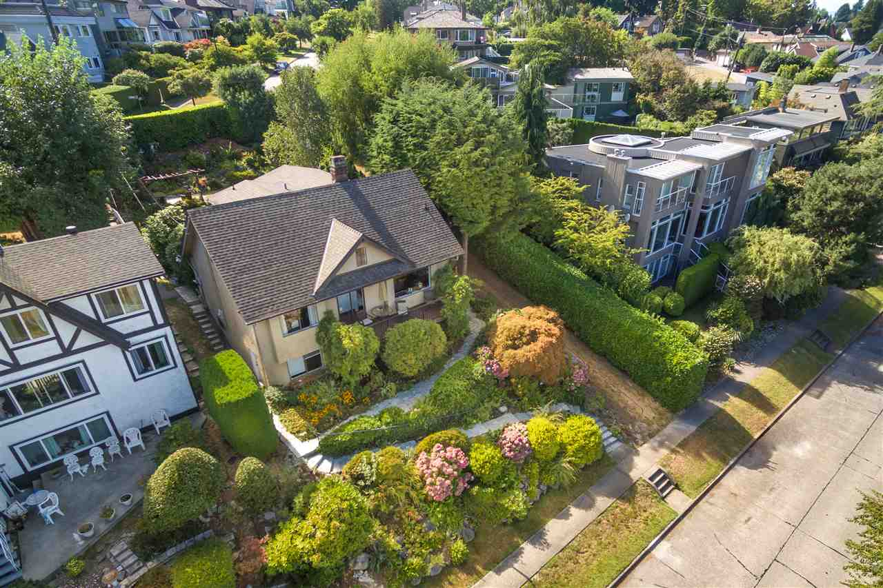 Detached at 3311 QUESNEL DRIVE, Vancouver West, British Columbia. Image 3
