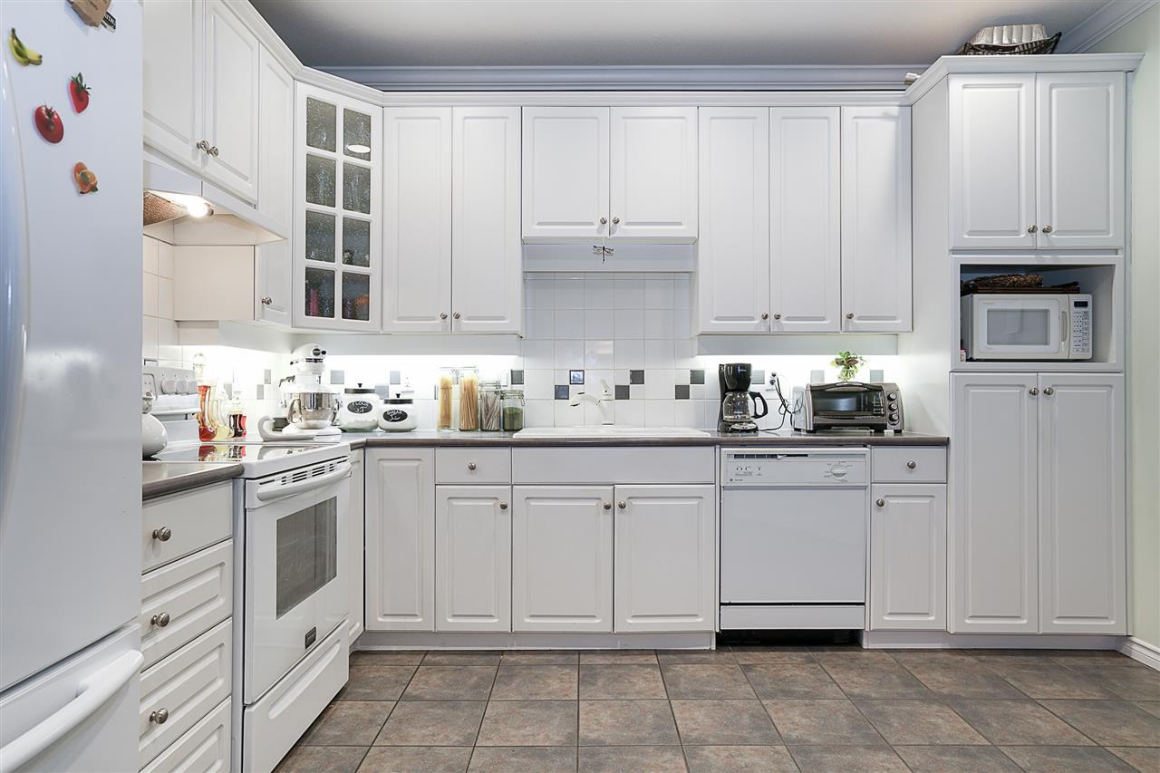 Condo Apartment at 214 3280 PLATEAU BOULEVARD, Unit 214, Coquitlam, British Columbia. Image 12