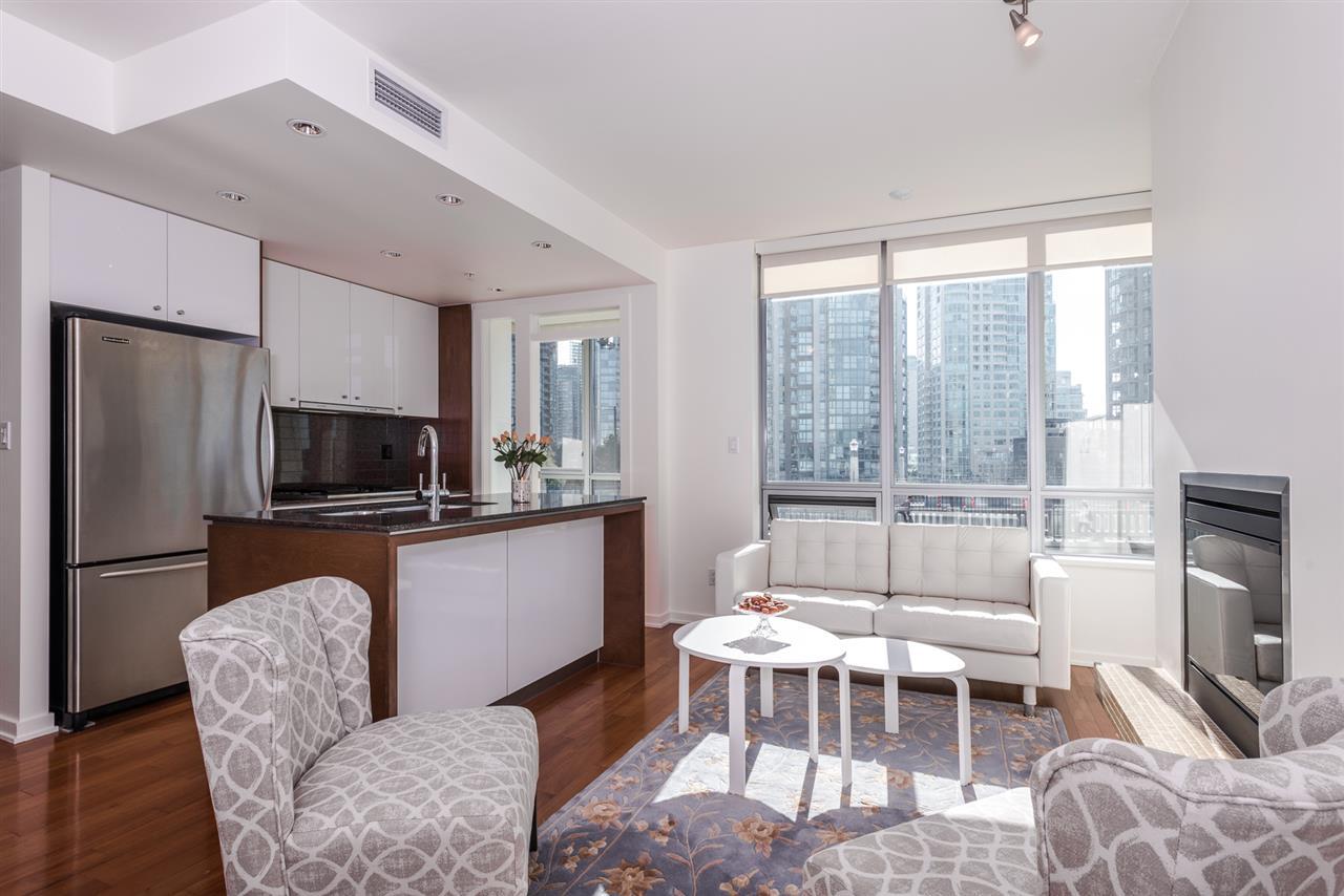 Condo Apartment at 701 1005 BEACH AVENUE, Unit 701, Vancouver West, British Columbia. Image 1