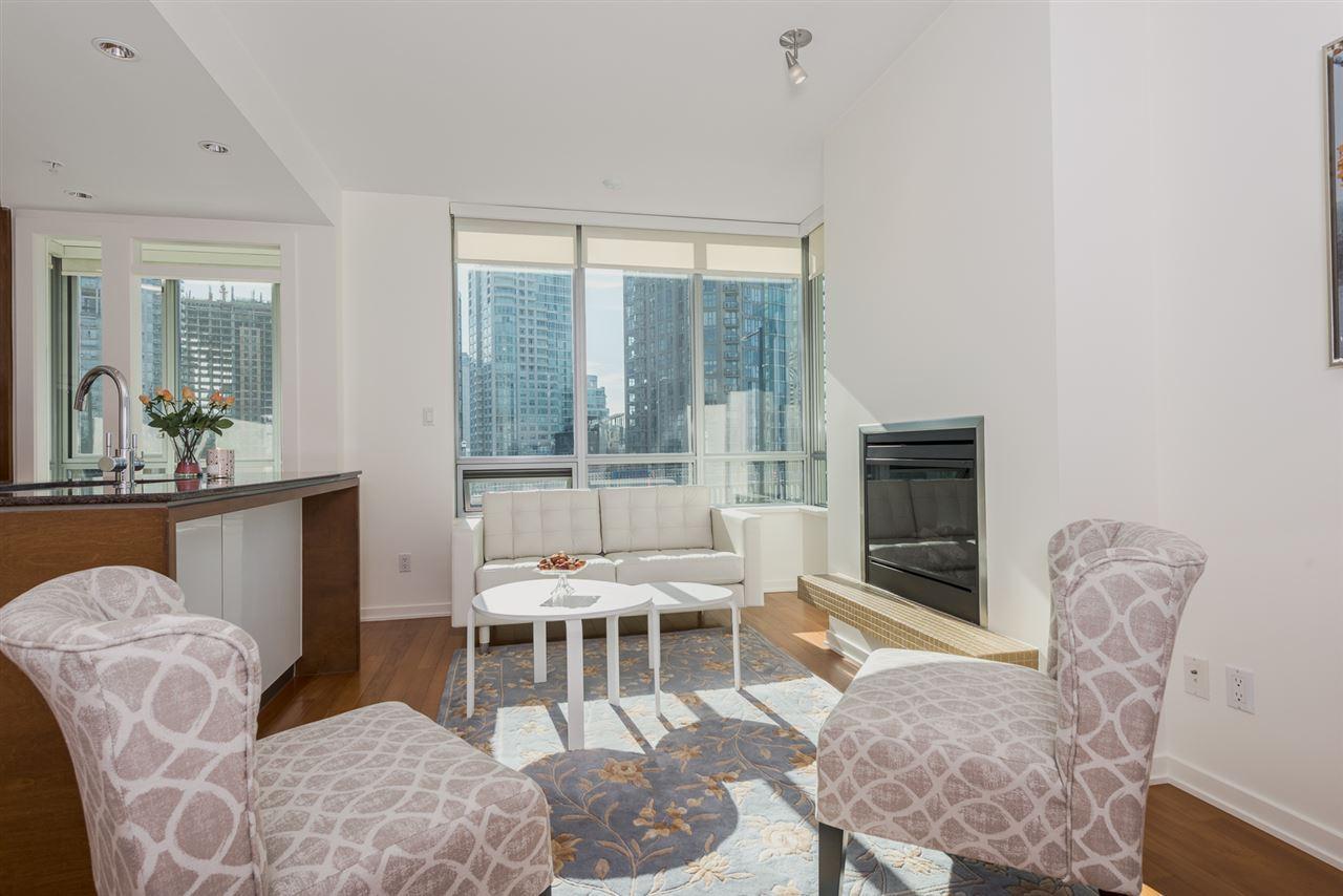 Condo Apartment at 701 1005 BEACH AVENUE, Unit 701, Vancouver West, British Columbia. Image 2