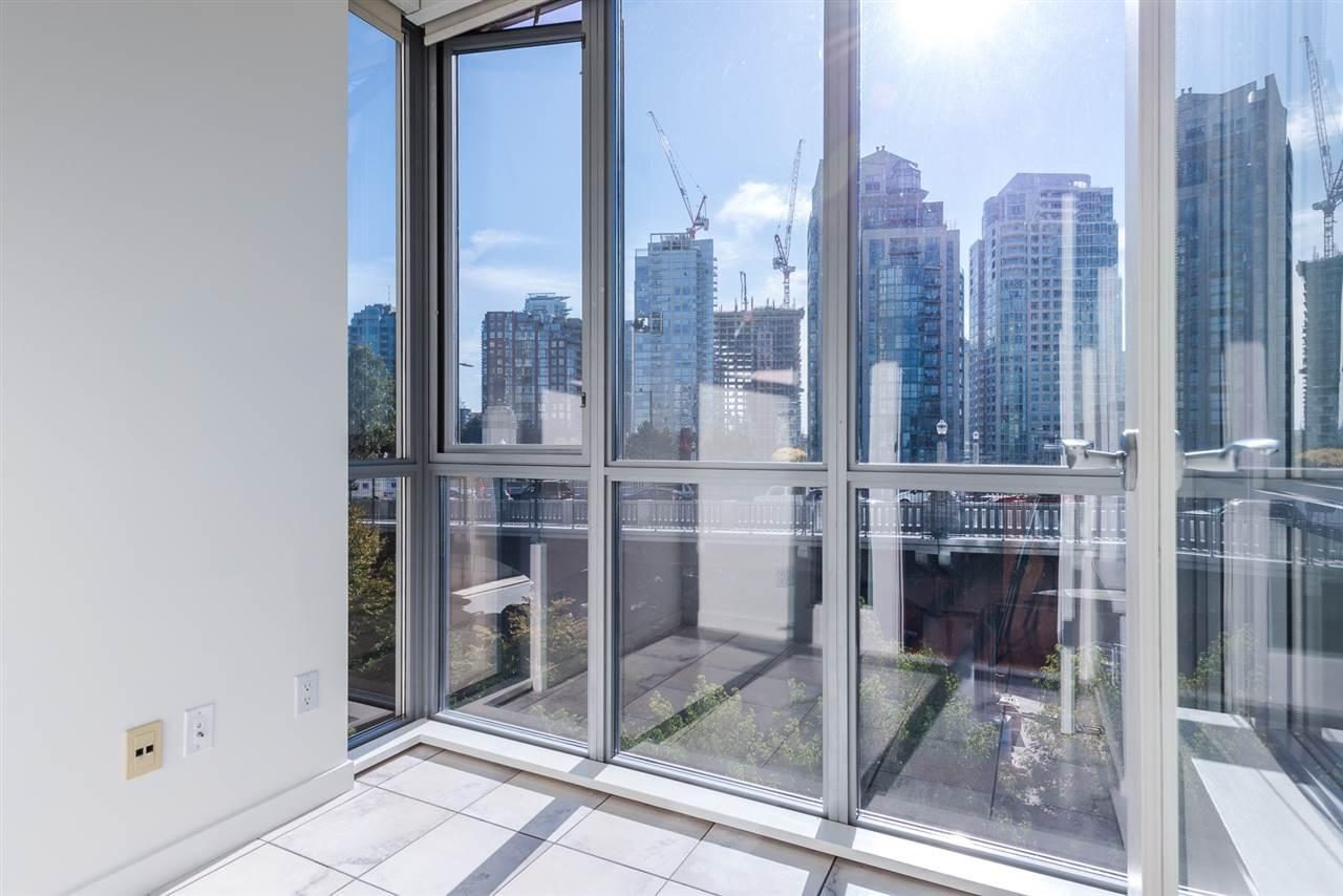 Condo Apartment at 701 1005 BEACH AVENUE, Unit 701, Vancouver West, British Columbia. Image 5