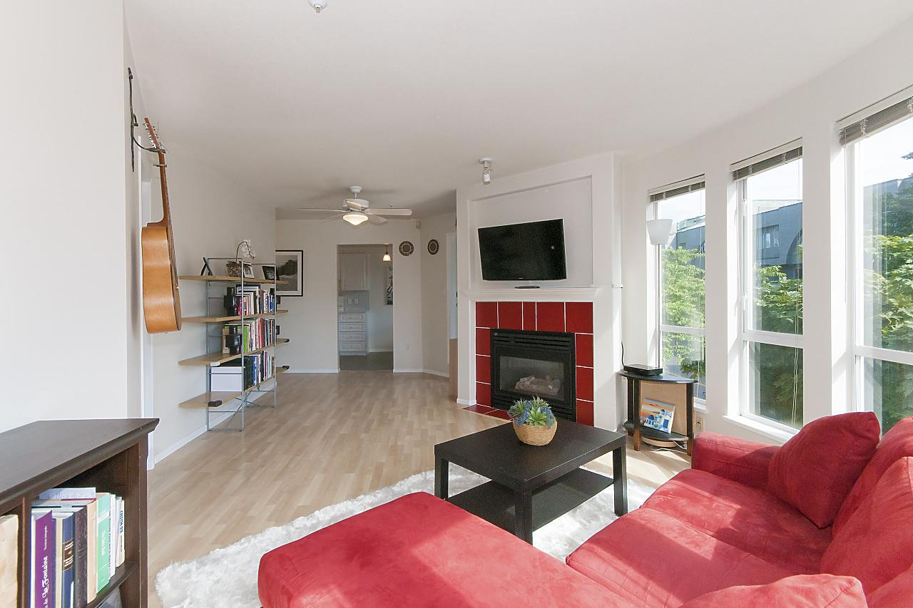 Condo Apartment at 208 789 W 16TH AVENUE, Unit 208, Vancouver West, British Columbia. Image 4