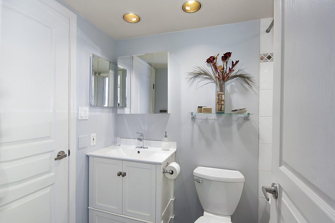 Condo Apartment at 208 789 W 16TH AVENUE, Unit 208, Vancouver West, British Columbia. Image 11