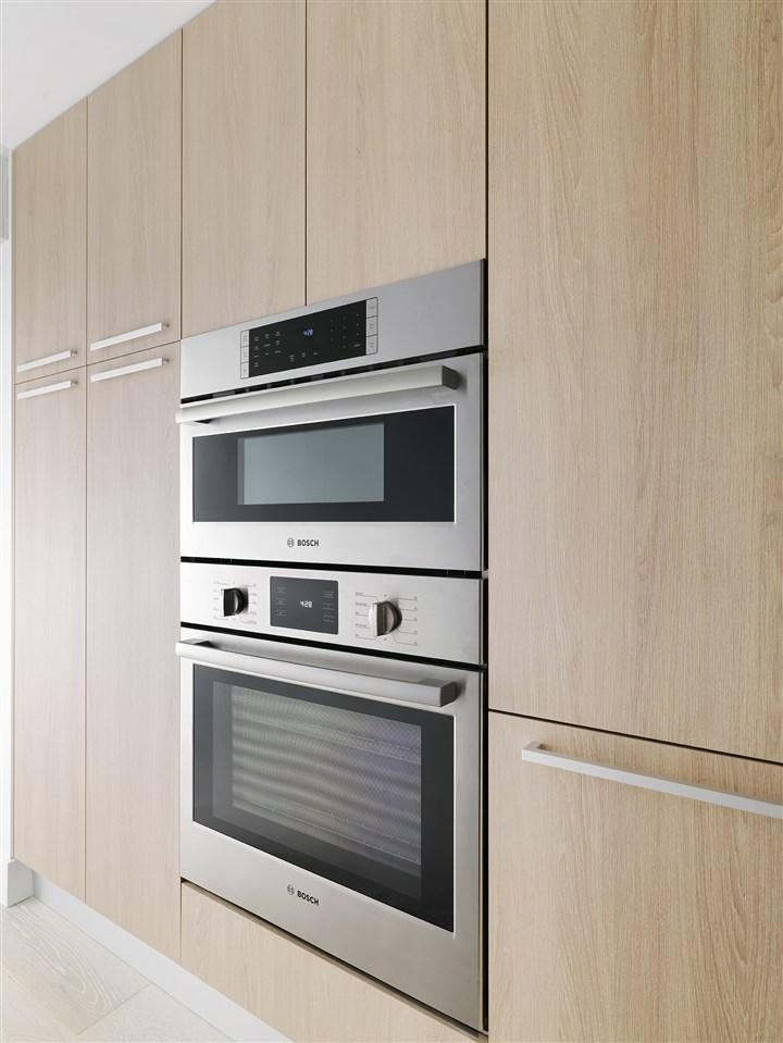 Condo Apartment at 210 2707 LIBRARY LANE, Unit 210, North Vancouver, British Columbia. Image 5