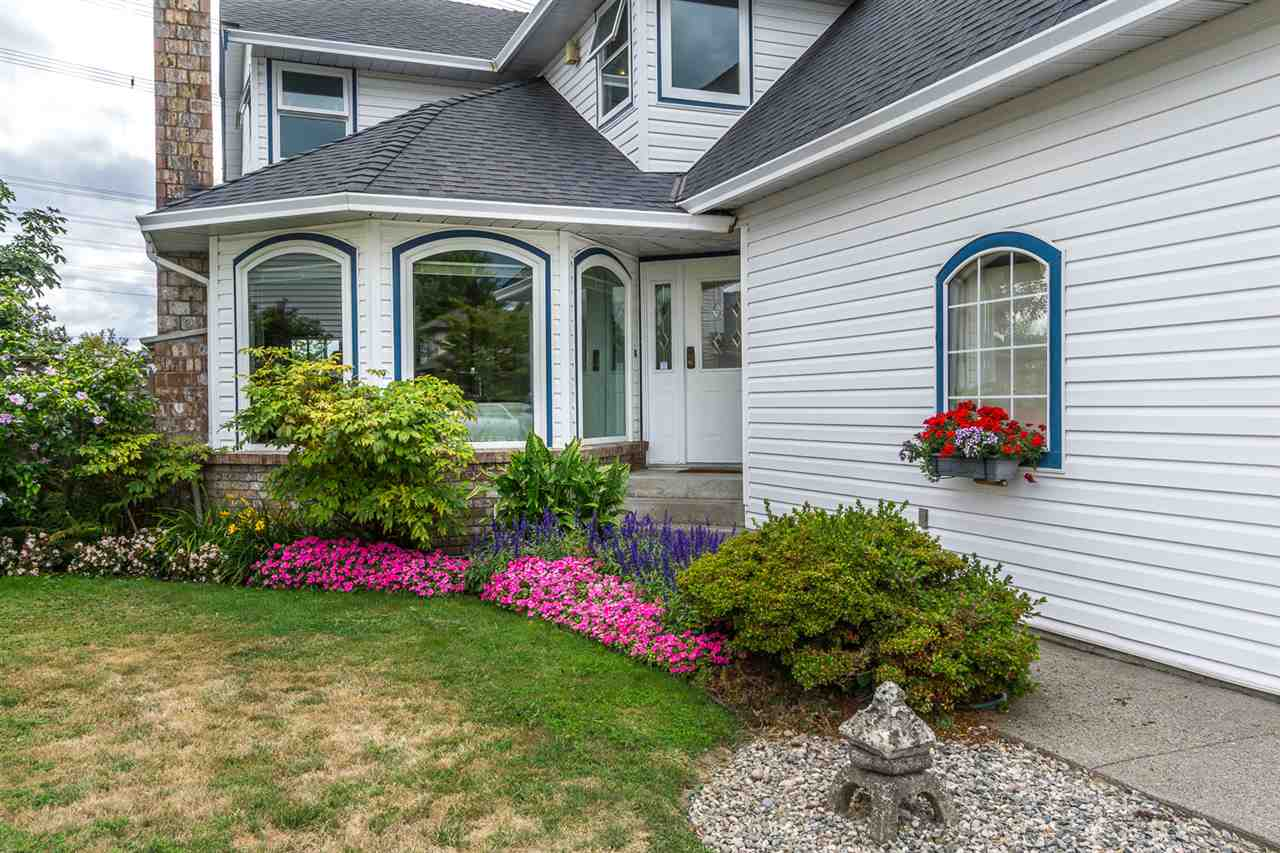 Detached at 6079 184A STREET, Cloverdale, British Columbia. Image 4