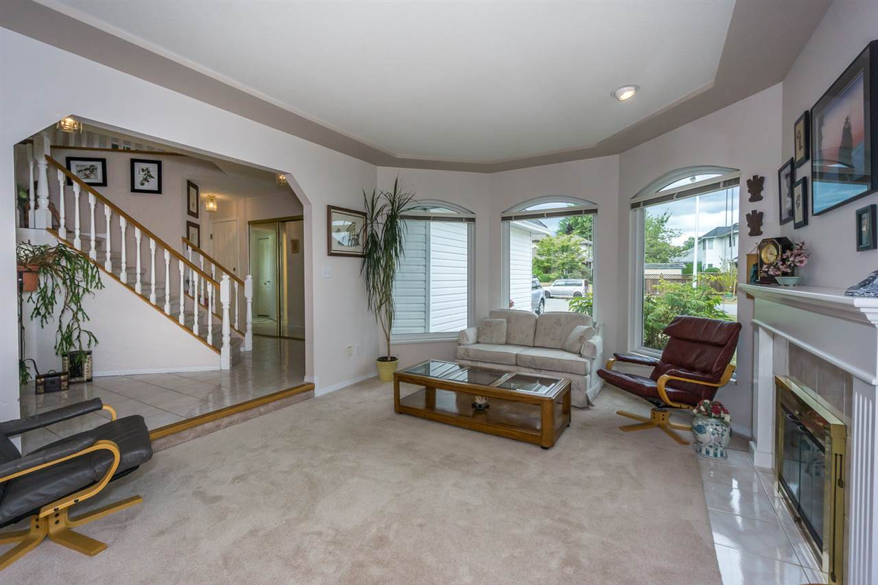 Detached at 6079 184A STREET, Cloverdale, British Columbia. Image 6