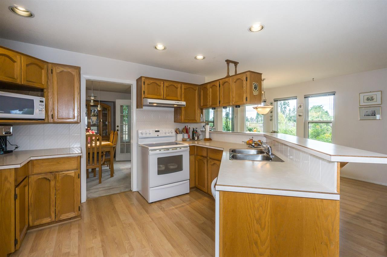 Detached at 6079 184A STREET, Cloverdale, British Columbia. Image 8