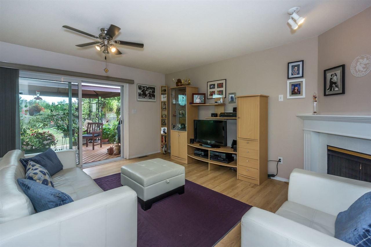Detached at 6079 184A STREET, Cloverdale, British Columbia. Image 9
