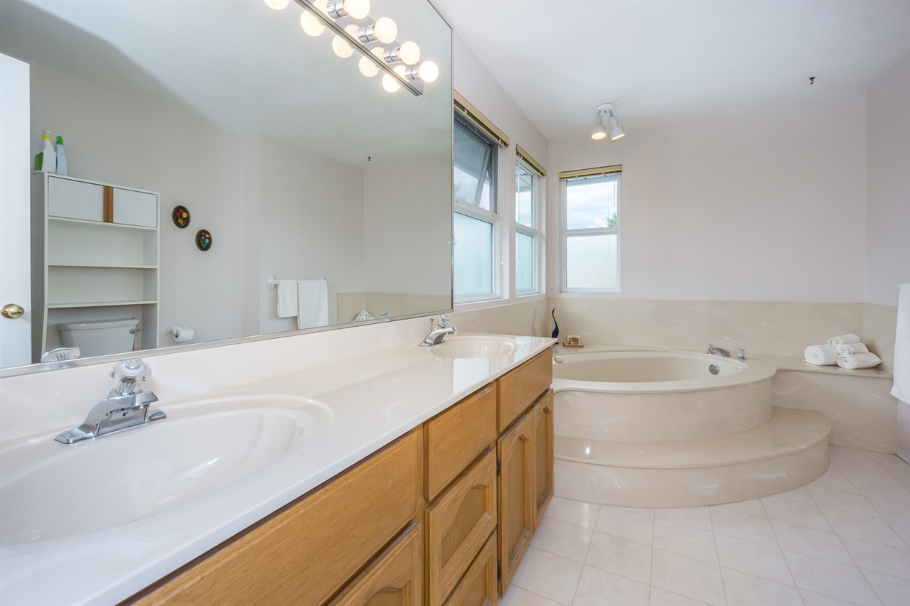 Detached at 6079 184A STREET, Cloverdale, British Columbia. Image 16