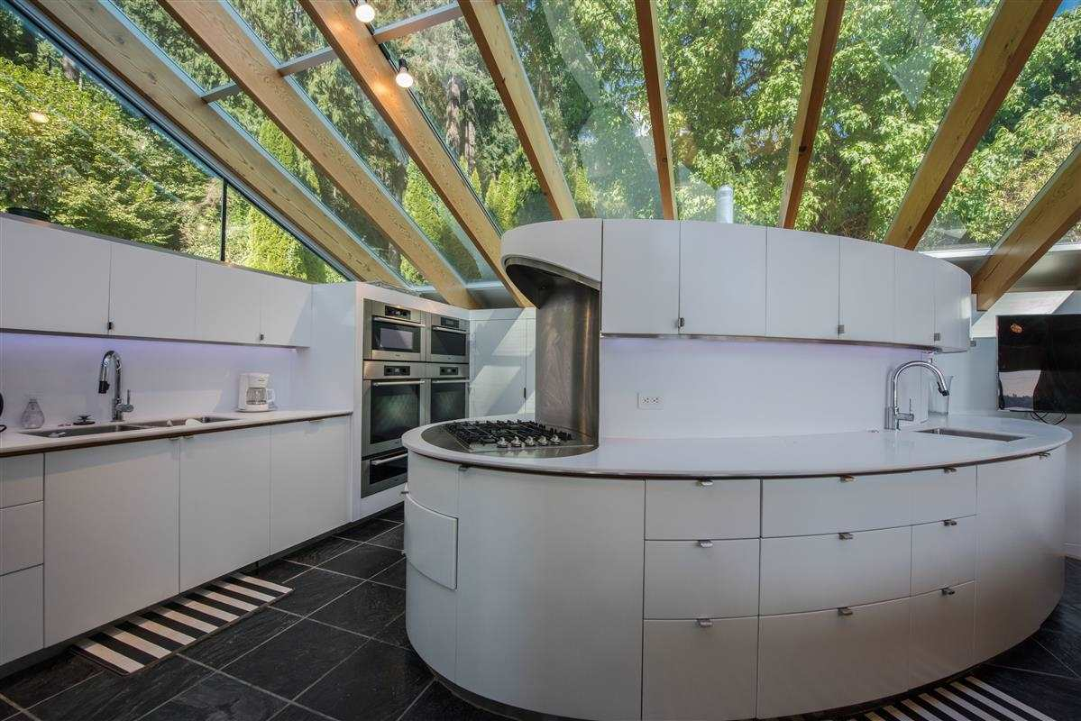 Detached at 5606 INDIAN RIVER DRIVE, North Vancouver, British Columbia. Image 8