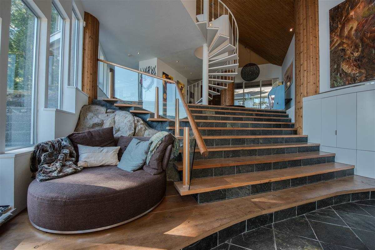 Detached at 5606 INDIAN RIVER DRIVE, North Vancouver, British Columbia. Image 10