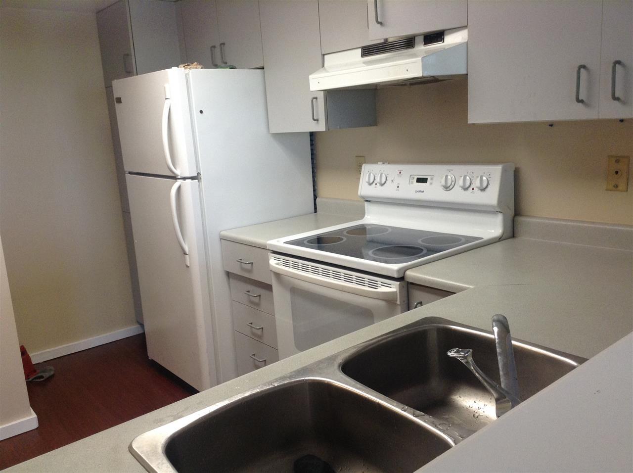 Condo Apartment at 702 14881 103A AVENUE, Unit 702, North Surrey, British Columbia. Image 6