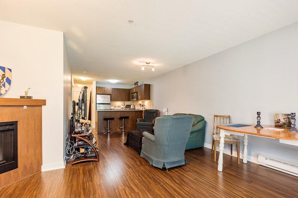 Condo Apartment at 117 8915 202 STREET, Unit 117, Langley, British Columbia. Image 3