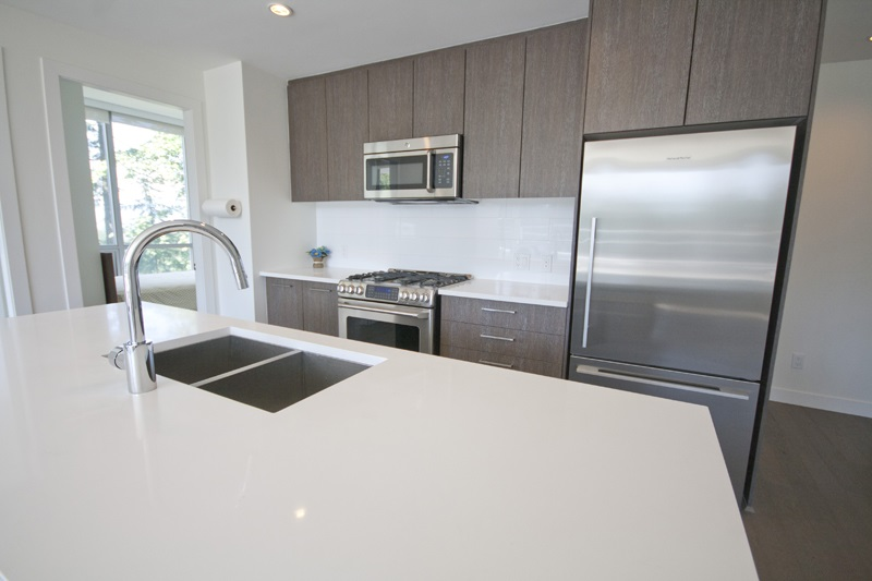 Condo Apartment at 302 9060 UNIVERSITY CRESCENT, Unit 302, Burnaby North, British Columbia. Image 6