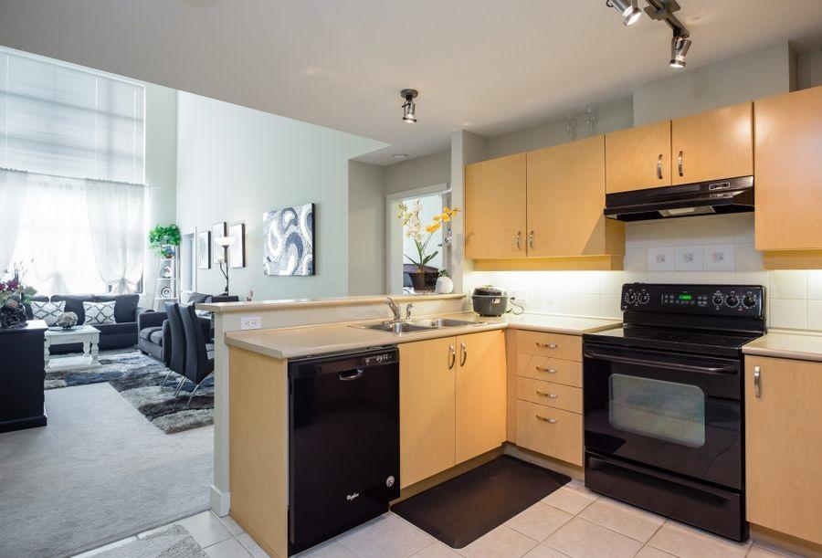 Condo Apartment at 425 10838 CITY PARKWAY, Unit 425, North Surrey, British Columbia. Image 2