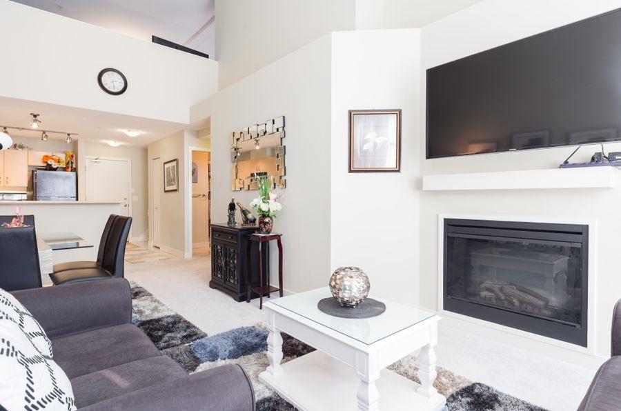 Condo Apartment at 425 10838 CITY PARKWAY, Unit 425, North Surrey, British Columbia. Image 3