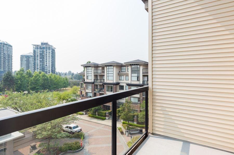 Condo Apartment at 425 10838 CITY PARKWAY, Unit 425, North Surrey, British Columbia. Image 6