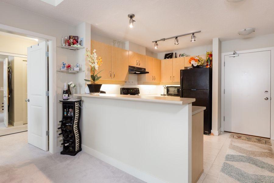 Condo Apartment at 425 10838 CITY PARKWAY, Unit 425, North Surrey, British Columbia. Image 8