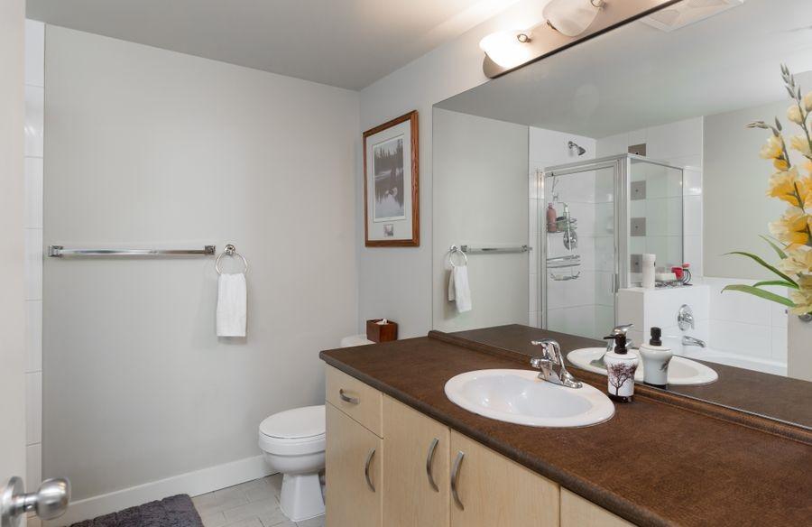 Condo Apartment at 425 10838 CITY PARKWAY, Unit 425, North Surrey, British Columbia. Image 12