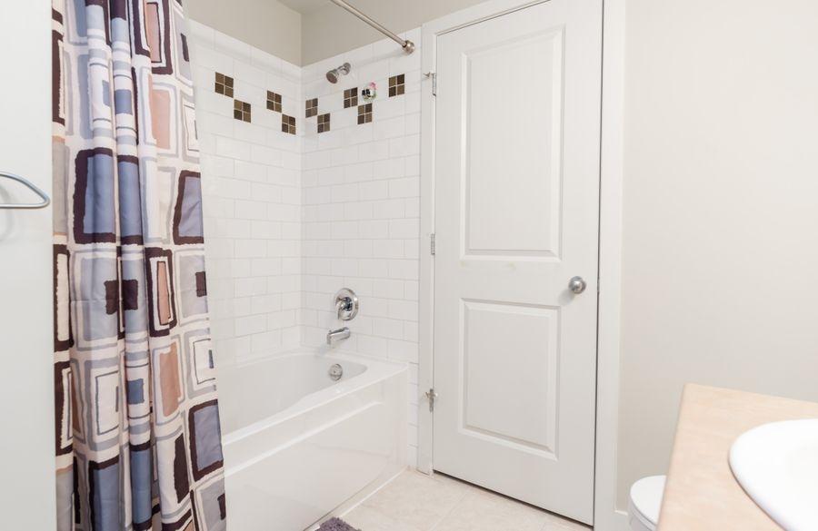 Condo Apartment at 425 10838 CITY PARKWAY, Unit 425, North Surrey, British Columbia. Image 14