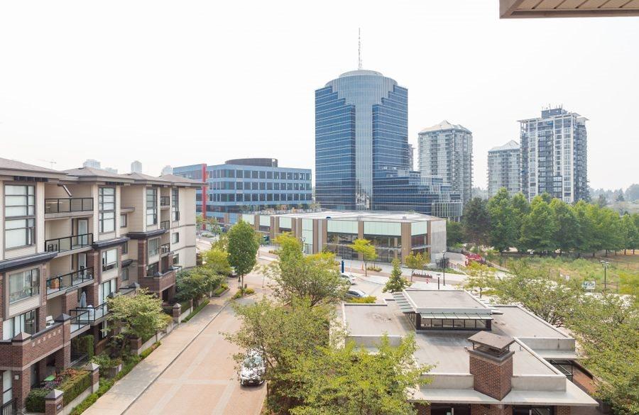 Condo Apartment at 425 10838 CITY PARKWAY, Unit 425, North Surrey, British Columbia. Image 18