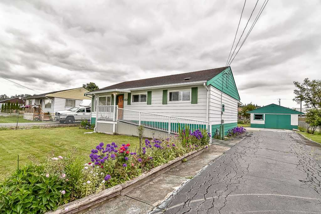 Detached at 12598 113 AVENUE, North Surrey, British Columbia. Image 1