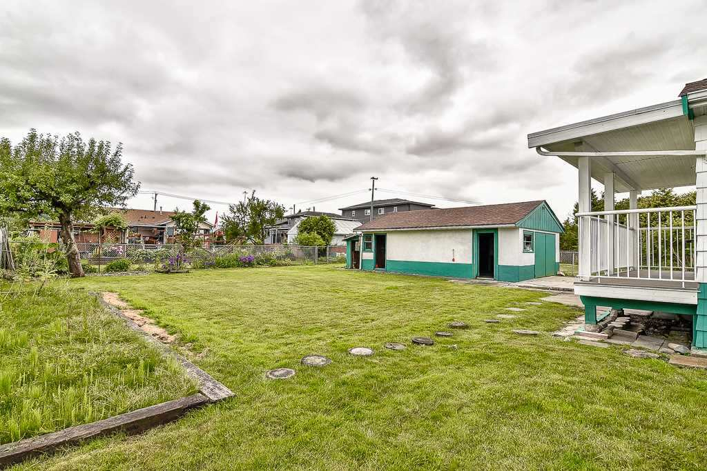 Detached at 12598 113 AVENUE, North Surrey, British Columbia. Image 20