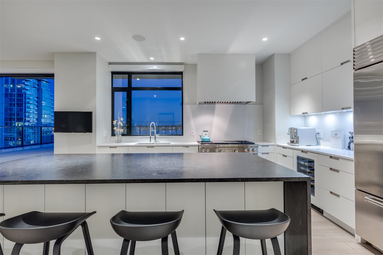 Condo Apartment at 105 W 2ND STREET, North Vancouver, British Columbia. Image 6