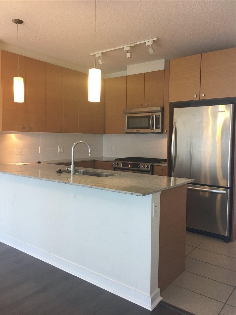Condo Apartment at 1509 7360 ELMBRIDGE WAY, Unit 1509, Richmond, British Columbia. Image 6
