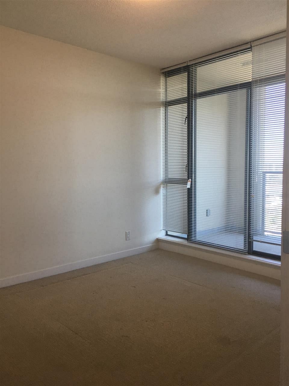 Condo Apartment at 1509 7360 ELMBRIDGE WAY, Unit 1509, Richmond, British Columbia. Image 7